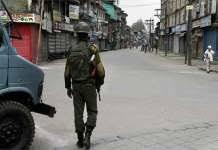 Kashmiris observe